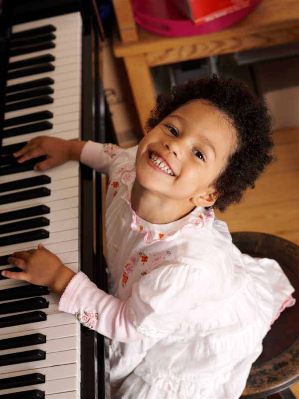 Play Piano at Home with Various Software Programs